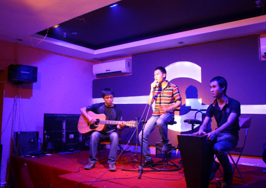 quan-cafe-acoustic-o-ha-noi-1
