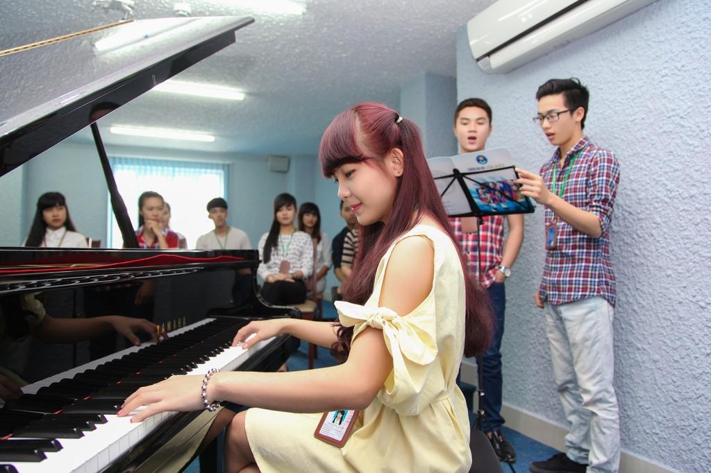 Cho thuê nhạc công piano phục vụ sự kiện